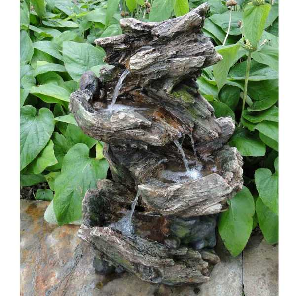 Vernier, Woodstruktur, Miniwasserfall mit eigenem Wasserreservoir und LED Beleuchtung, inkl. Pumpe. Material: Polyresin, 46 x 36 x 78 cm, 1 x 3 LED