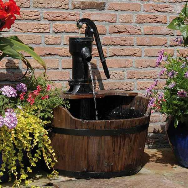 Ubbink Wasserspiel Newcastle, rustikales Wasserspiel mit Schwengelpumpe, Ø 60 cm, Höhe 75cm